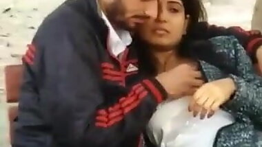 Hot Look Desi Girl Blowjob In Park
